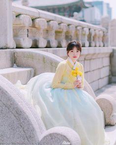 @u__8.1 posted on Instagram • Mar 23, 2021 at 12:05am UTC Korean Traditional Dress, Traditional Dresses, Kdrama, Korean Hanbok, Cute Korean, Cheongsam, Korean Women, Asian Girl, Women Wear