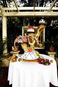 Create ~spooky~ displays at your reception.
