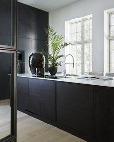 modern kitchen room are available on our website. Home Design, Küchen Design, Interior Design Kitchen, Kitchen Decor, Interior And Exterior, Pergola Design, Black Kitchens, Decor Room, Interior Inspiration