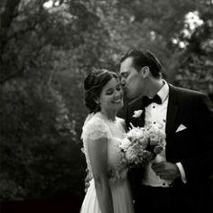 Seguro que ya pensábais que os iba a dejar sin boda hoy viernes, eh??? Pues no! Como ya sabéis llevamos un par de semanas de locura pero aquí va el post de la boda de hoy, con detalles tan especiales como el de la foto. No os parece súper sexy??  Reportaje: DifferentBodas http://www.unabodaoriginal.es/blog/y-comieron-perdices/bodas-diferentes/yesica-joaquin-romanticaboda-en-el-bierzo