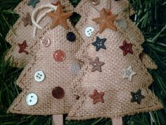4 NEW HANDMADE PRIMITIVE RUSTIC COUNTRY STYLE BURLAP TREES CHRISTMAS ORNAMENTS