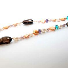 Collar cuarzo fumé, perlas y cristal de roca. 40€