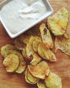 Tarvitset: perunaa (rosamunda toimii hyvin) himalajan suolaa kuivaa tilliä (tai muita kuivattuja yrttejä,mausteita) rypsiöljyä Tee näin: