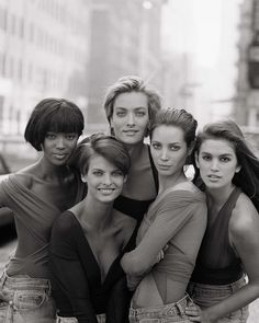 Naomi Campbell, Linda Evangelista, Tatjana Patitz, Christy Turlington and Cindy Crawford by Peter Lindbergh for Vogue (UK) January I was so in love with the original SUPERMODELS! Vogue Covers, Vogue Magazine Covers, Peter Lindbergh, Vogue Uk, Christy Turlington, Vogue Vintage, Vintage Versace, Vintage Models, Fashion Male
