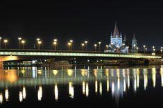Reichsbrücke mit Kirche