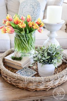 EASY SPRING VIGNETTE-Create a 10 minute easy spring vignette! DIY Easter Home Decor Ideas - Beautiful Spring Home Decor Ideas that you can make at home! Coffee Table Styling, Decorating Coffee Tables, Coffee Table Tray Decor, Coffee Table Decorations, Table Centerpieces For Home, Tray Styling, Coffee Table Flowers, Tall Coffee Table, Coffee Table Arrangements