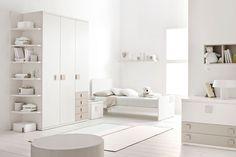 Cameretta DOIMO CITYLINE. Il lettino LIFE LINE si trasforma con facilità in letto singolo misura standard.