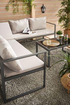 So lässt Du Deinen Garten erblühen 💐 Das stilvolle Gartenmöbelset inklusive Sitz- und Rückenkissen verleiht Deinem Garten einen eleganten Stil. In Kombination mit vielen Pflanzen wirkt es gemütlich und lädt zum Verweilen ein. ☀️ 🏡 #bonprix #onlineshop #shopping #sommer #garten #gartenzeit #gartenliebe #gartendeko #gartenmöbel #gartengestaltung #gartentrend #sommerzeit #balkon #balkonzeit #balkonliebe #balkondeko #balkonmöbel #staycation #einrichtung #wohnlooks #inspiration #living #wohnideen Outdoor Sectional, Sectional Sofa, Outdoor Furniture Sets, Outdoor Decor, Interior Inspiration, Home Decor, Garden Furniture Sets, Enjoying The Sun, Armchair