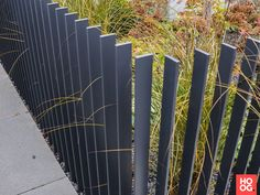 Design the fence in the front yard as a decorative element privacy .- Zaun im Vorgarten gestalten als Deko-Element Sichtschutz – Neueste Dekoration Design the fence in the front yard as a decorative element privacy screen - Pool Fence, Backyard Fences, Garden Fencing, Fence Landscaping, Garden Railings, Front Fence, Fence Gate, Diy Fence, Pallet Fence