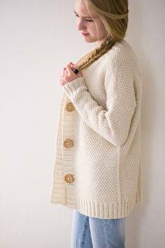 Ravelry: Schnee pattern by Suvi Simola knit cardigan texture Ravelry: Schnee pattern by Suvi Simola knit cardigan texture Knitting Patterns Free, Knit Patterns, Baby Knitting, Knitted Jackets Women, Cardigans For Women, Knitting Increase, Knit Cardigan Pattern, Ravelry, Knit Jacket
