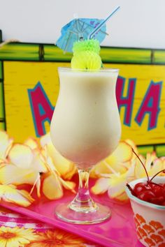 Cool off with a delicious smoothie. Try out this Mocktail Pina Colada Smoothie at Remodelaholic.com Yummy Smoothies, Pina Colada, Non Alcoholic, Hurricane Glass, Love Food, Beverages, Tableware, Blog, Diy