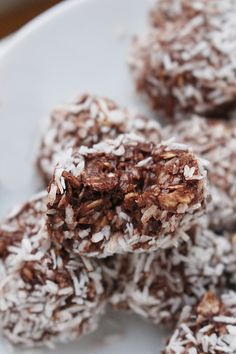 Useful chocolate balls on 4 ingredients – About Healthy Meals Sweets Recipes, Raw Food Recipes, Snack Recipes, Healthy Recipes, Healthy Bars, Healthy Sweets, Healthy Snacks, Meat Recipes For Dinner, Danish Food