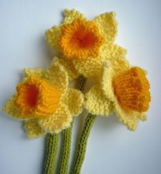 Daffodil Knitting pattern by Julie Taylor Knitted Flower Pattern, Knitted Flowers Free, Knit Wrap Pattern, Flower Patterns, Crochet Flowers, Love Knitting, Knitting Patterns Free, Knitting Yarn, Crochet Patterns