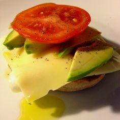 sandwich. Whole grain English muffin, 1 poached egg, pepper, avocado ...
