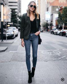 Zeitlose Basics sind die Grundlage jedes Outfits. Wir haben Fashion-Profi Guido Maria Kretschmer gefragt, welche 5 Mode-Klassiker, jede Frau im Schrank haben sollte...