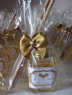 Aromatizador de Ambiente 35 ml Wedding Favours, Wedding Gifts, Wedding Ideas, Creative Crafts, Diy And Crafts, Paint Brush Art, Romantic Gifts, Wedding Planner, Birthday Gifts