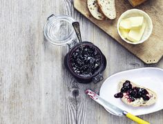 Brombærmarmelade med rom - perfekt til alle slags brød Rum, Acai Bowl, Panna Cotta, Gluten, Snacks, Breakfast, Ethnic Recipes, Food, September