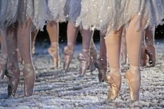 The Nutcracker Ballet, the Sugar Plum Fairies - the Snow Scene-- My favorite of all time! I the nutcracker! Dance Like No One Is Watching, Just Dance, Pointe Shoes, Ballet Shoes, Toe Shoes, Ballet Feet, Ballet Dancers, Ballet Class, Ballet Skirt