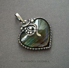 серебро 925, лабрадор подробнее тут http://www.livemaster.ru/item/3716113-uk rasheniya-serebryanyj-kulon-serdechko