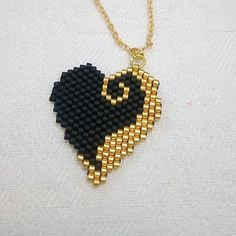 Miyuki boncuklarla, ince bir işçilik 🙏👌 Fine craftsmanship with Miyuki beads 🙏👌 that the Sift # # Göznur of Seed Bead Jewelry, Bead Jewellery, Seed Bead Earrings, Silver Jewelry, Beaded Rings, Beaded Bracelets, Motifs Perler, Brick Stitch Earrings, Beaded Crafts
