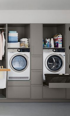 Utility room of Spitzhüttl Home Company- Hauswirtschaftsraum von Spitzhüttl Home Company Always on the wall: The row solution for narrow rooms organizes washing and storage space. More information about the utility room at Spitzhüttl Home Company. Modern Laundry Rooms, Laundry Room Layouts, Laundry Room Organization, Laundry In Bathroom, Laundry Room Cabinets, Laundry Area, Narrow Rooms, Laundry Room Inspiration, Vintage Laundry