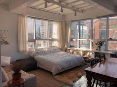 one room apartment Dream Apartment, Apartment Living, Apartment Goals, One Bedroom Apartment, Living Room, Home Bedroom, Bedroom Decor, New York Bedroom, City Bedroom
