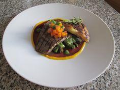 Veau  grillès et pommes de terre avec  pesto de basilique et  haricots  verte,sauce  de vin rouge Gino D'Aquino