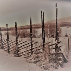 #real #hashtag #risuaita #aita #wooden #fence on #snow ⛄ #winter #wonderland #lumi #lunta #maisema