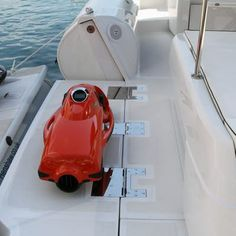 The Tender Toy features aft fold-down platforms port and starboard (Photo: Gizmag)