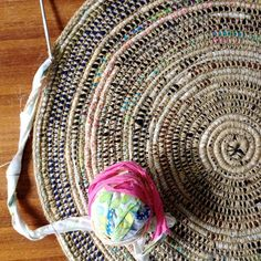 Rag rug diy coil crochet scrap fabric rug free tutorial from my poppet makes diy rag . Crochet Diy, Crochet Crafts, Crochet Projects, Crochet Fabric, Crochet Rugs, Diy Crochet Round Rug, Scrap Crochet, Basket Weave Crochet, Plastic Bag Crochet