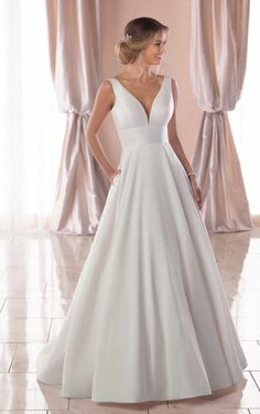 Stella York Bridal 6758 Simply beautiful, this royal-inspired wedding dress is as timeless as love itself. From bridal designer Stella York, this gorgeous gown is Lace Ball Gowns, Ball Dresses, Bridal Dresses, Long Dresses, Party Dresses, Formal Dresses, Taffeta Wedding Dresses, Modest Dresses, Wedding Dresses Short Bride