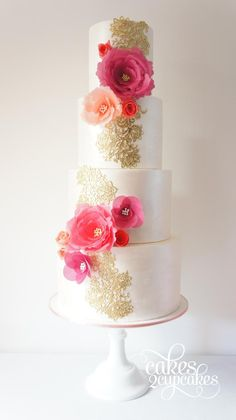Wedding cake is a true focal point at your reception, from modern simplicity to traditional intricacy, here are our 28 chicest wedding cake inspiration from around the web. Take a look and pin your favorites! Gorgeous Cakes, Pretty Cakes, Amazing Wedding Cakes, Amazing Cakes, Fondant Cakes, Cupcake Cakes, Bolo Original, Wedding Cake Inspiration, Wedding Cake Designs