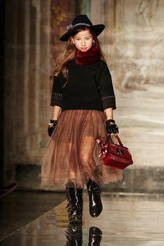 Коллекция Monnalisa осень-зима: стиль кантри-фолк для девочки, юбка из тюли, бахрома
