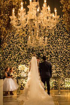 Blog OMG I'm Engaged - Clássica decoração de cerimônia de casamento em branco e verde. Classic wedding decoration. Wedding Ceremony, Our Wedding, Wedding Venues, Wedding Photos, Dream Wedding, Wedding Stuff, Altar, Wedding Designs, Wedding Styles