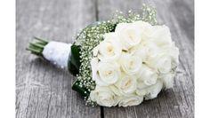 Romantique Chic Bouquet rond composé de Roses avalanches et de gypsophile 57 euros