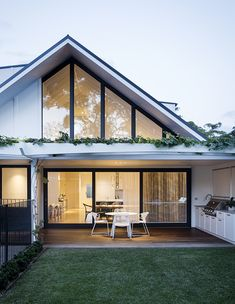 Cronulla - Eclectic mix of colour and contrast House Deck, House Roof, Facade House, Modern Brick House, White Brick Houses, Minimalist House Design, Minimalist Home, Roof Design, Exterior Design