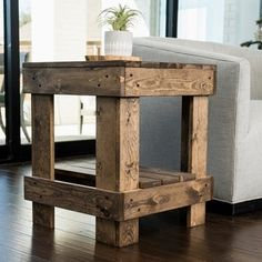 Bring an excellent look to your dwelling by using this amazing Del Hutson Designs Landmark Walnut Pine Wood End Table. Easily ties in to existing decor. Farmhouse End Tables, Rustic End Tables, Pallet End Tables, Diy End Tables, Side Tables, Wood Tables, Modern Farmhouse, Solid Wood Tv Stand, Solid Wood Coffee Table