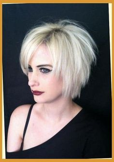 """It can not be repeated enough, bob is one of the most versatile looks ever. We wear with style the French """"bob"""", a classic that gives your appearance a little je-ne-sais-quoi. Here is """"bob"""" Despite its unpretentious… Continue Reading → Short Razor Haircuts, Short Layered Bob Haircuts, Choppy Bob Hairstyles, Bob Hairstyles For Fine Hair, My Hairstyle, Short Bob Hairstyles, Short Hair Cuts, Razor Cut Hairstyles, Short Choppy Hair"""