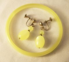 1960s Lemon Yellow Moonglow Thermoset Plastic Jewelry Set Screw Back Earrings and Bangle Bracelet 414