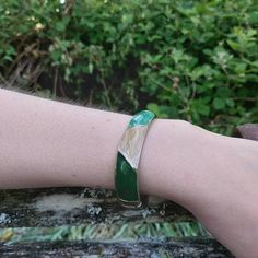 Vintage bangle, green and beige 1980s bangle, enamel and silvertone.  Great condition, with minimal signs of wear, as seen in photos.  *We aim to sell items in the best possible condition, however most of our stock is vintage and therefore secondhand and may have some signs of wear. Any major flaws will be noted in description and highlighted in photos to the best of our ability*