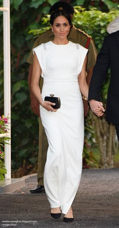Meghan, Duchess of Sussex visits the Consular House in NukuÕalofa for a private audience with King Tupou VI and Queen NanasipauÕu on October 2018 in Nuku'alofa, Tonga. The Duke and Duchess of. Get premium, high resolution news photos at Getty Images Princess Meghan, Prince Harry And Meghan, Duke And Duchess, Duchess Of Cambridge, Red And Black Shirt, Meghan Markle Style, Olive Green Dresses, Pregnancy Looks, Royal Engagement