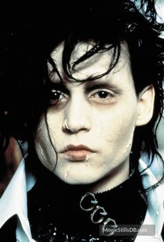 A gallery of Edward Scissorhands publicity stills and other photos. Featuring Johnny Depp, Winona Ryder, Tim Burton, Dianne Wiest and others. Tim Burton Characters, Movie Characters, Johnny Depp Edward Scissorhands, Edward Scissorhands Makeup, Scissors Hand, Movie Pic, Johnny Depp Movies, Sweeney Todd, Corpse Bride
