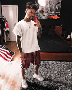 ** New Streetwear Daily ** Mens Fashion Blog, Urban Fashion, Fashion Ideas, Men's Fashion, Fashion Trends, Dope Outfits, Urban Outfits, Men Looks, Carnival Fashion