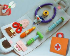 Patterns and instructions only--- For little budding Doctors. A soft activity toy medical bag with everything they need for pretend play doctors and nurses. Great for role play activities and for those children who are afraid to visit the doctor. The item consists of : --Medical