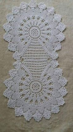 Bieznik Her Crochet Crochet Dollies, Easter Crochet, Crochet Round, Crochet Home, Crochet Gifts, Crochet Yarn, Crochet Flowers, Hand Crochet, Crochet Table Runner Pattern
