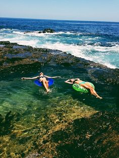 Floating in Queen's Bath Kauai Hawaii... Looks absolutely amazing