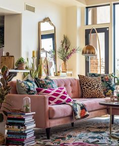 A rug is the heart of every room – it helps to divide the space, bring in warmth and whatever pattern or color the decorator might need to make the… living room 10 Insanely Cool Rooms That Started With a Bohemian Rug Eclectic Living Room, Living Room Decor, Living Spaces, Living Room Designs, Living Rooms, Interiores Art Deco, Neutral Sofa, Deco Design, Design Design