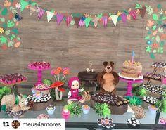 Boleiras pink @decorazonobjetos nesta mesa linda com tema Masha e o Urso # #Repost @meus4amores ...