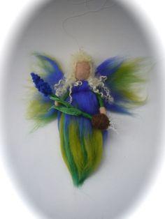 Traubenhyazinthe-Fee aus Märchenwolle.Gefilzt. von Filz-Art. auf DaWanda.com