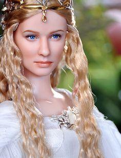 Galadriel a rainha dos elfos em forma de Barbie ela aparece nas trilogias Senhor dos Anéis e também The Hobbt!